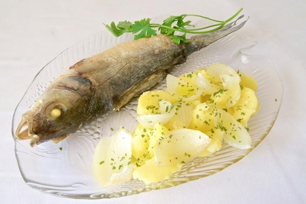 Lubina al horno con patatas recetas de esc ndalo for Cocinar patatas al horno