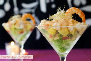 Cóctel de marisco tropical con piña y salsa rosa casera. Receta fácil para Navidad